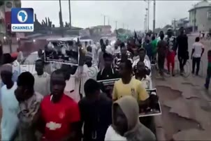 Shiites Defy Police Order, Hold Ashura Procession