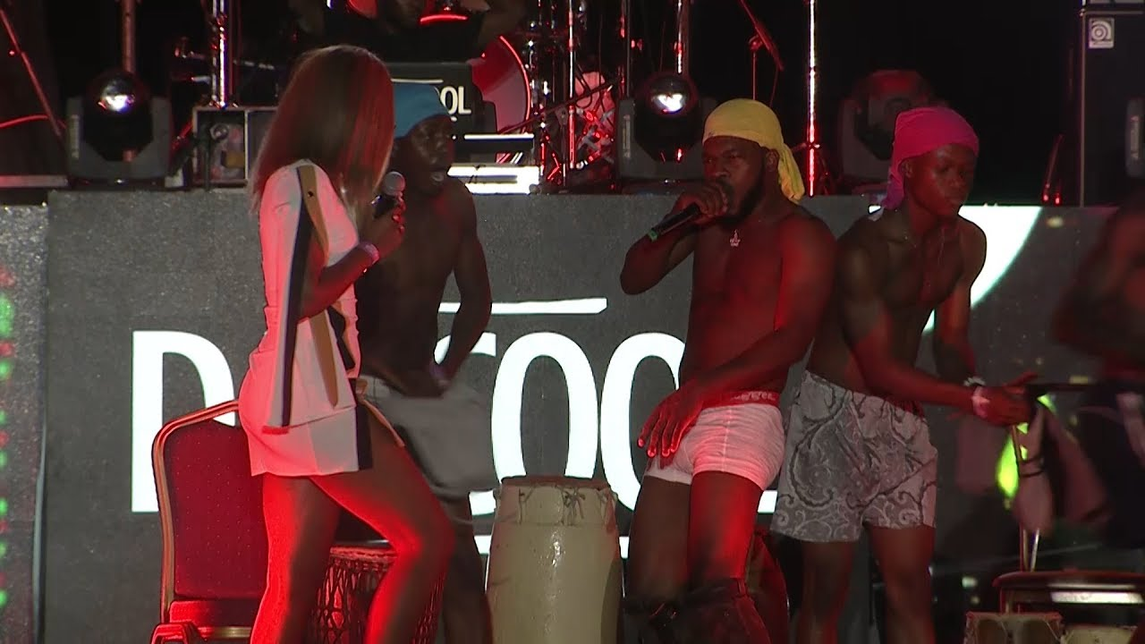Brodashaggi goes Naked on Stage at Davido's Show