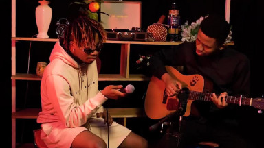 Oxlade performs FRENEMIES live on THE GUITAR SHOW