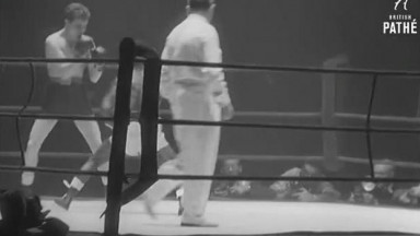 Bassey Wins World Title  (1957)