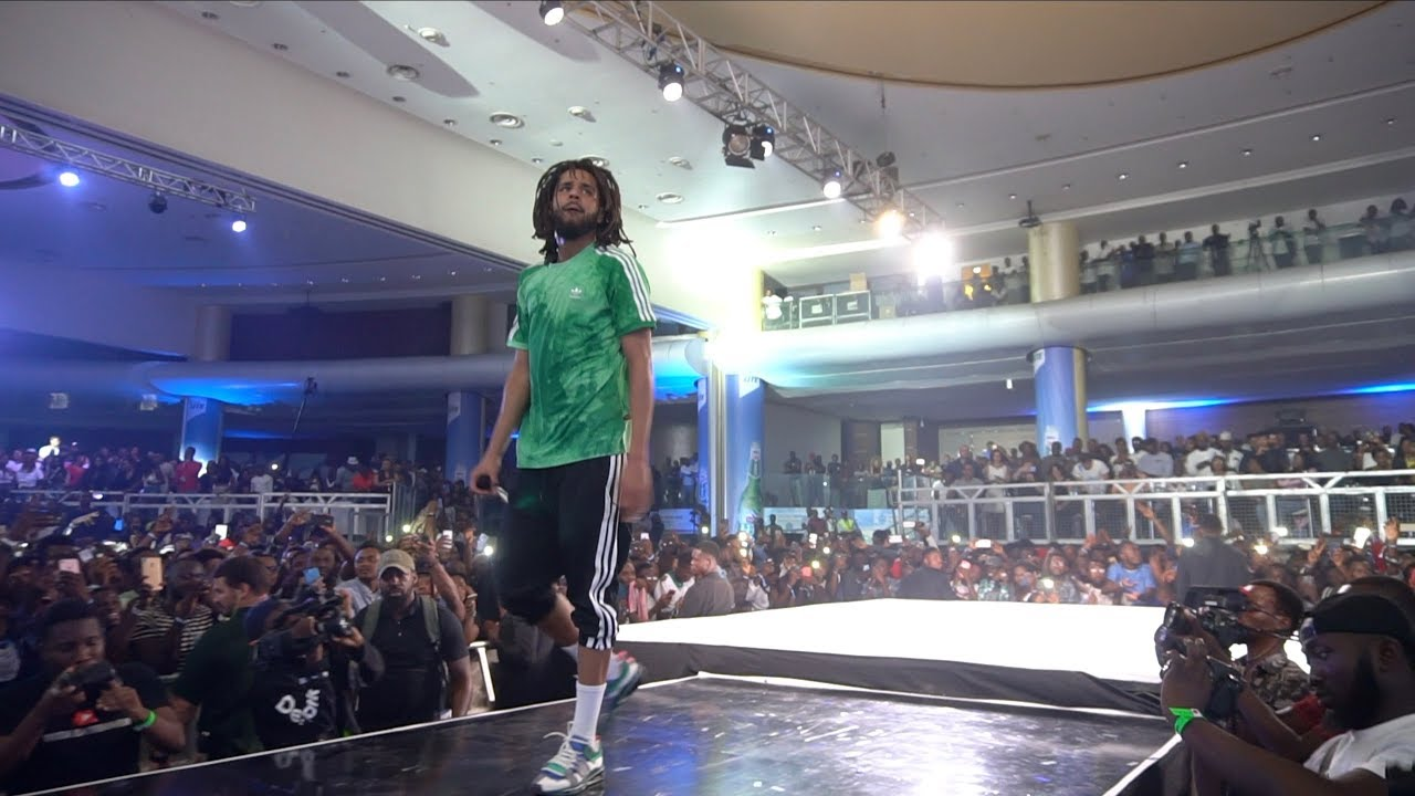 Jcole perform Neighbour at the Castle Lite show in Lagos Nigeria